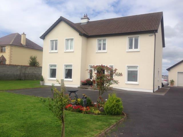 Very, clean, cosy, double room - Claregalway  - Ev