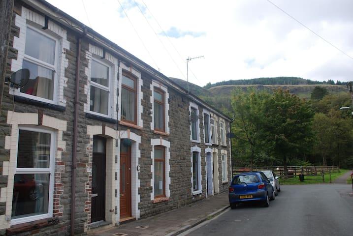 Hendrewen Cottage, Blaencwm, Treorchy, S Wales - Blaencwm - Casa