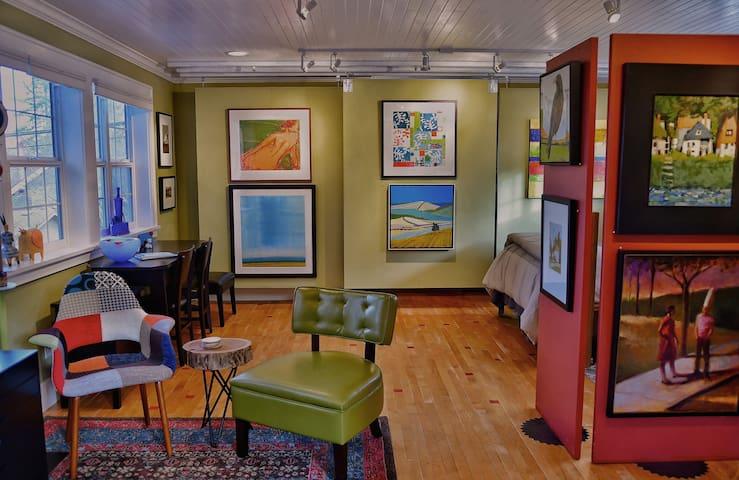 Light filled Art Loft on Fairmount Hill - Сэлем - Квартира