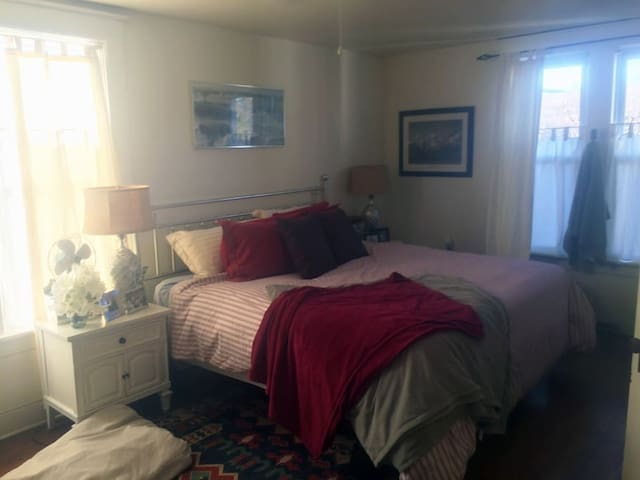 Master Bedroom Near Main Street & Gap Trail - Frostburg - Ev
