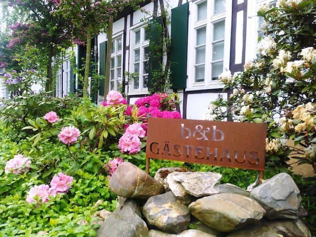 cottage ROSINDELL - ZIMMER für ZWEI - Halle - Bed & Breakfast