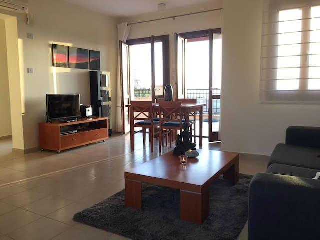 Spacious 2 bedrooms,seaview terrace - Kouklia