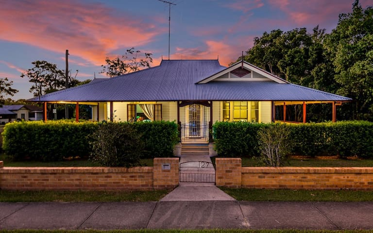 """""""Ithaca"""" Historic Weatherboard home - Grafton"""