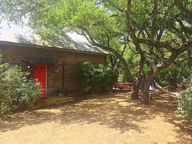 Kick Back Cabin- Country Townhome - Wimberley - Radhus