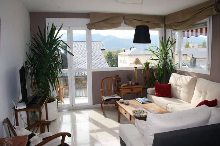 Comfy 2 floor attic with views - La Seu d'Urgell - Appartement