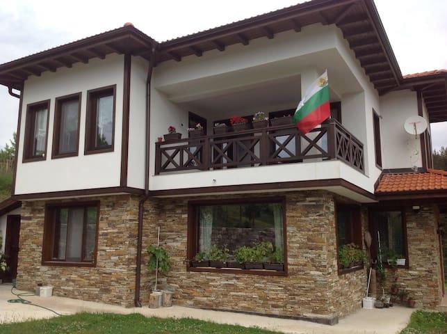 "Guesthouse ""Cozy"" - Smolyan - Hus"