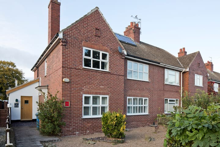 Large 3 bedroom Family Home - Howden - Hus