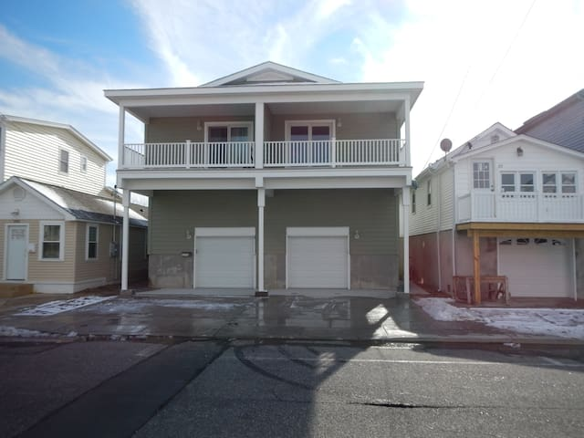 Beautiful New 4 BR / 2 BA Shore House - Seaside Heights - Hus