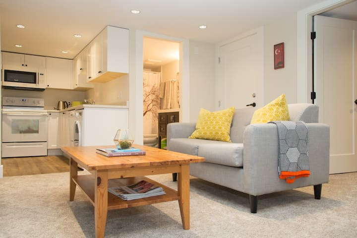 Modern suite in a historic N. Van character home - North Vancouver - Talo