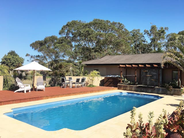 MAYFAIR - COMFORT, STYLE AND AIR CON! - Tuncurry - Casa