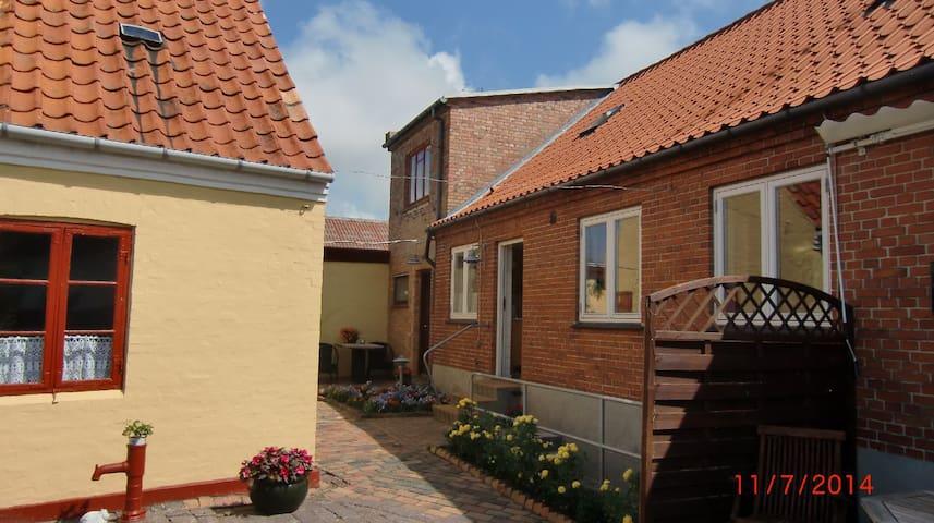 Hus forbi, lille sommerlejlighed - Hasle - Dům