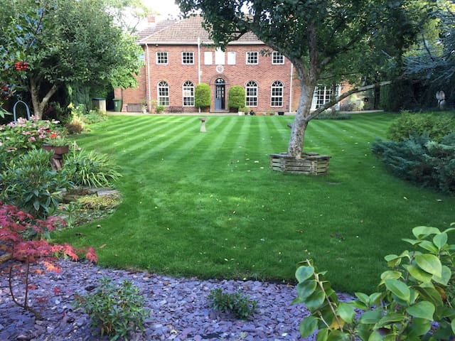 Beautiful Luxury  Double Apartment - Warminster