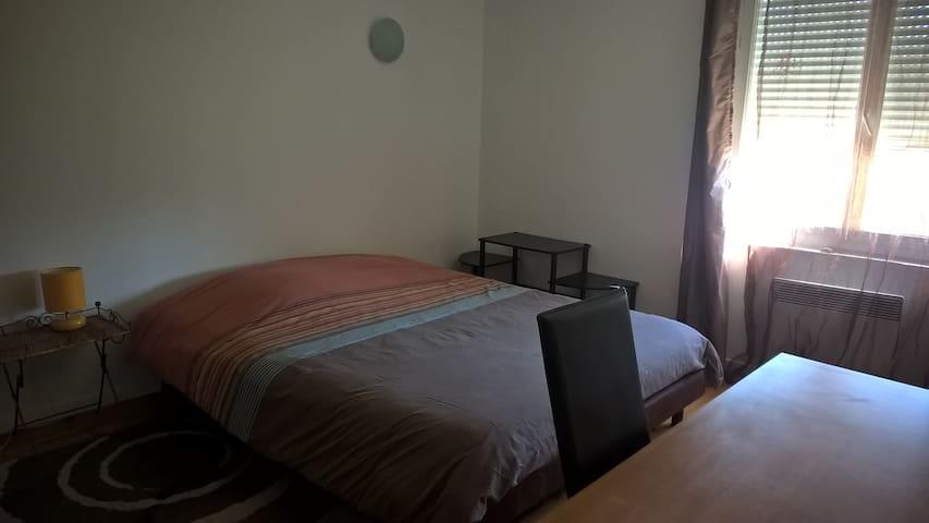Grande chambre (15m²) calme, ensoleillée - Beauzelle - Hus