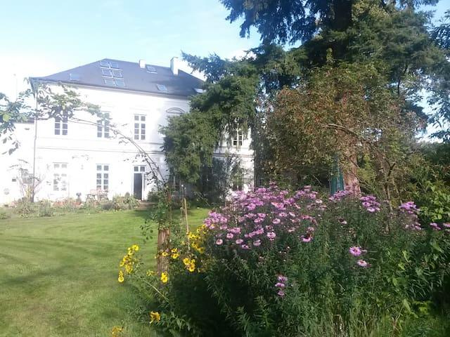 Große Ferienwohnung in alter Villa - Beverstedt - Apartemen