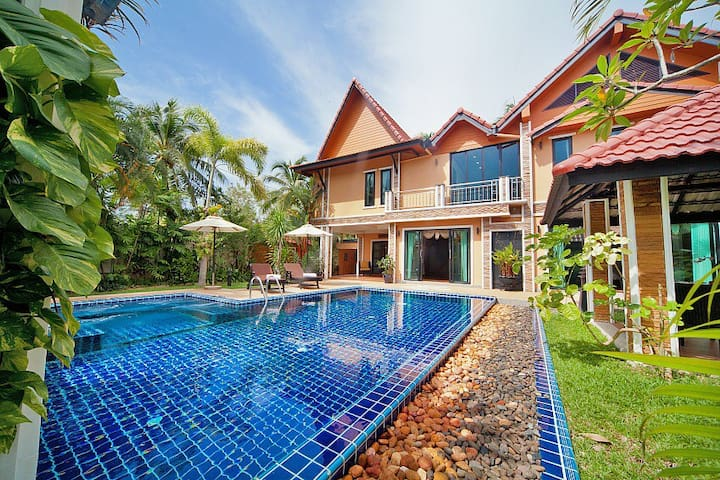 4 Bedroom Villa with Pool and Jacuzzi in Phuket - Choeng Thale - Casa