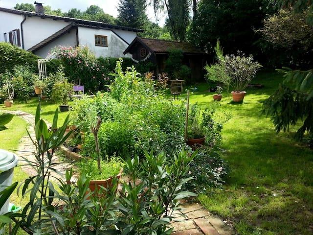 OPEN SPACE WITH GARDENS in LANDSHUT n MUNICH for 2 - Landshut - Apartamento