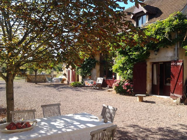 Champ du Taillis: rust, ruimte en buiten - Couleuvre - Bed & Breakfast