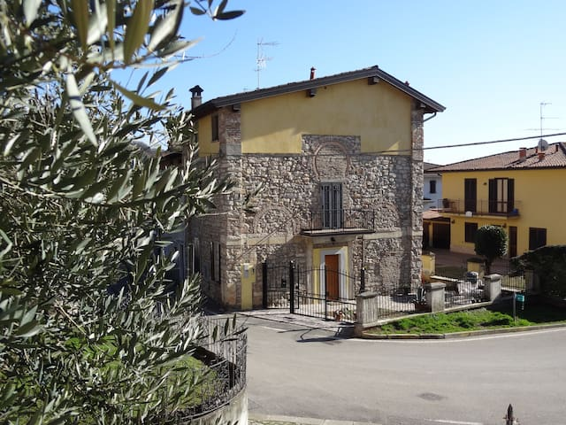 XV cent. house near Iseo & Brescia - Rodengo Saiano - Bed & Breakfast
