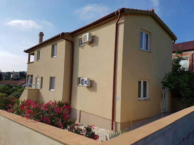 2 Lovely apartment's next to sea ❤ - Šibenik-Knin County - Appartement