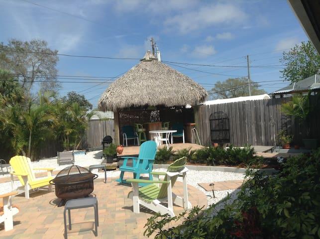 Great Tropical Get-Away!! - Largo - Huis