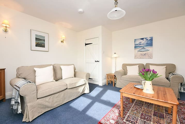 Cosy cottage 5 miles from Bamburgh, sleeps 4 - Northumberland
