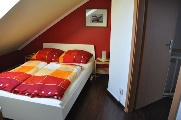 Room under the roof - near the city - Rostock - Şehir evi