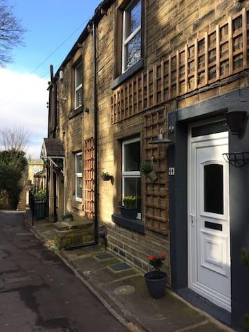 Travellers Nook Cottage - Holmfirth - Ev