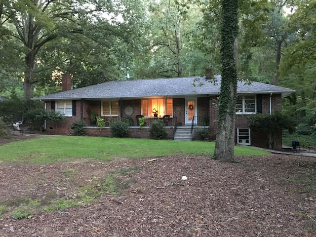 Charming Brick Home in the Saluda River Woods - West Columbia - Casa