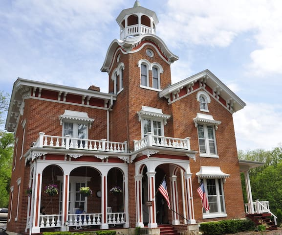 The Jewel of Galena - Bernadine's Stillman Inn - Galena