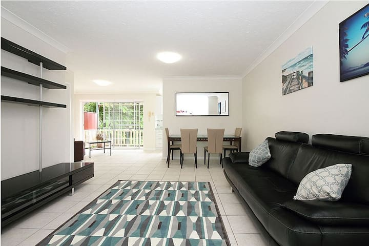 Self-contained Coorparoo Apartment - Coorparoo
