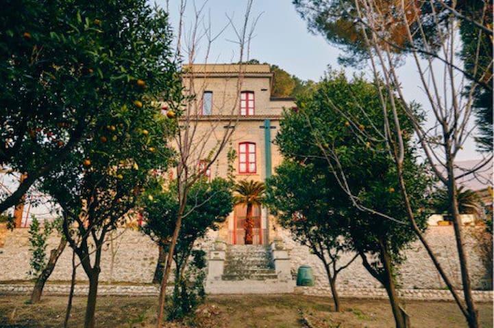 Grande maison jardin espace calme - Domicella  - Maison
