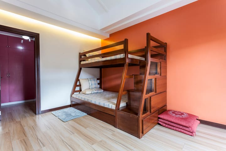 Spacious room w/attic for rent! - Los Baños - B&B