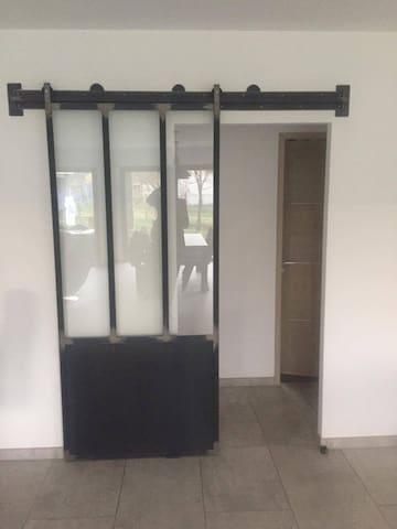 Indépendance chambre et salle de bain. - Unias - 獨棟