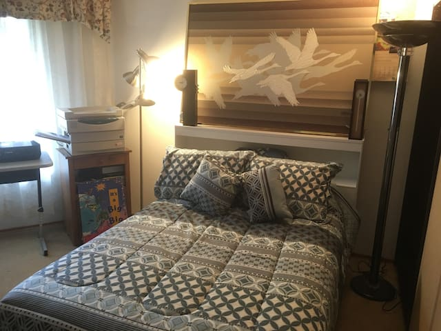 Ikea Private Room, Near SEATAC by Bus to Seattle - Kent