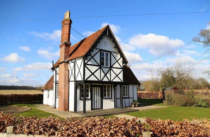 North Lodge 4 Star Gold Charming Rural Cottage - Essex
