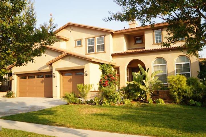 6 bedroom/3.5 bath Huge&Cozy House in Safe Area! - 庫卡蒙格牧場(Rancho Cucamonga)