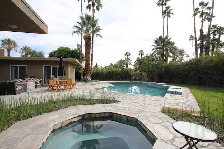 Modern Luxury Poolside LG king suite room + couch - Palm Springs - Maison