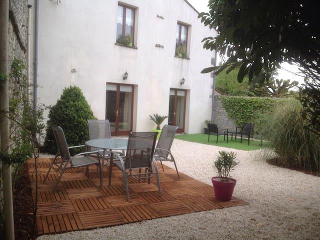 Maison de village au calme - Neuvicq-le-Château - Rumah