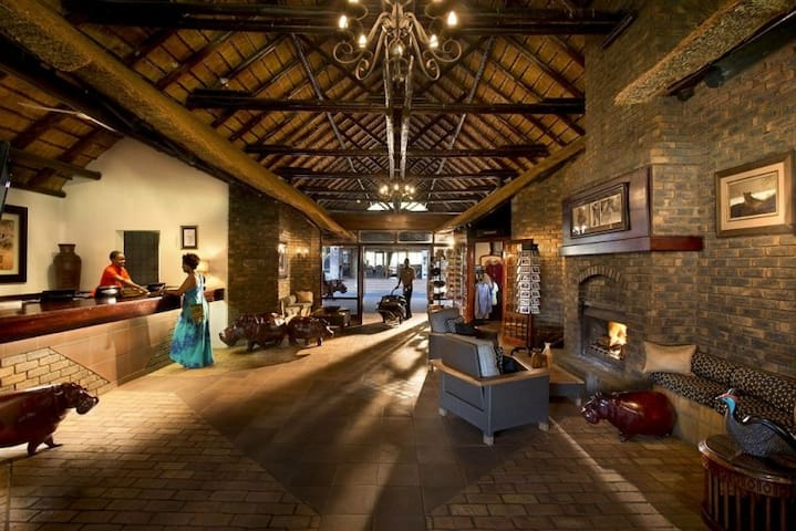 Bakubung BushStudio near SunCity Valley of Waves 4 - Pilanesberg National Park - Dom wakacyjny