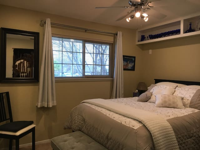 Comfortable room in a warm, cozy house - Rocklin
