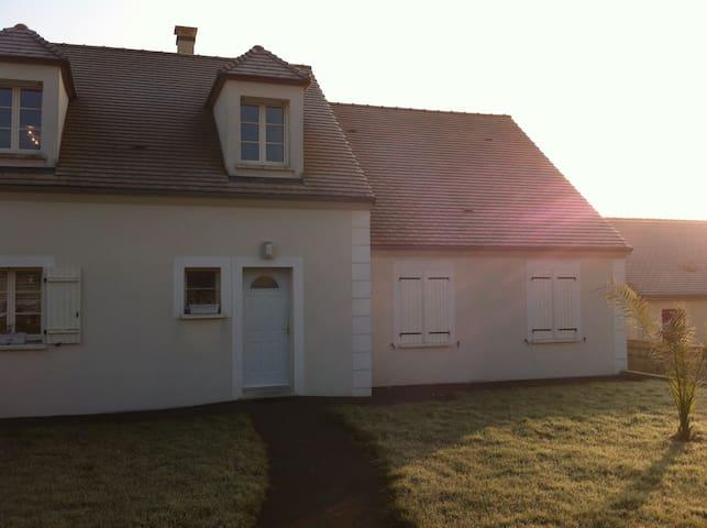 Chambre spacieuse et agréable - Montigny-Lencoup