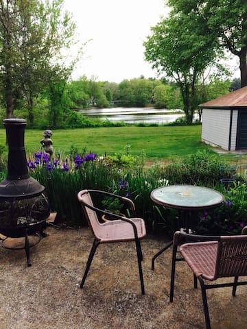 Studio overlooking the pond. - Hopedale - Daire