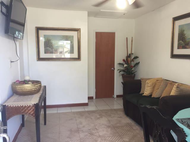 Sagusta Gardens Unit 1 - Whitby - Apartamento