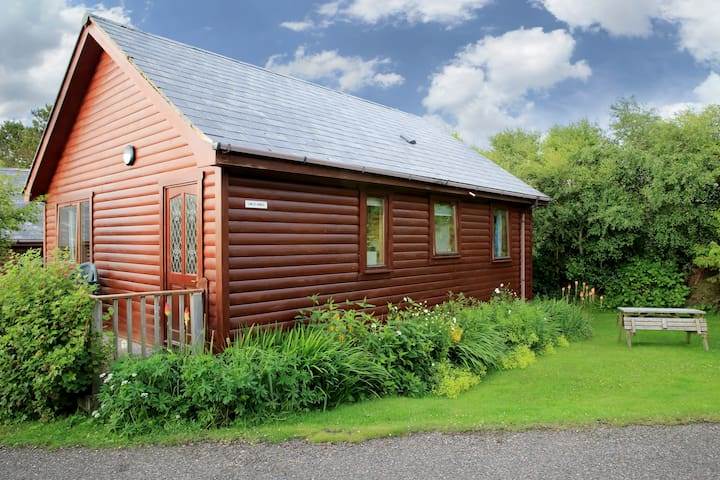 Cosy Lodge, sleeps 5ppl- Nr Arisaig & the Beach - Arisaig - Stuga