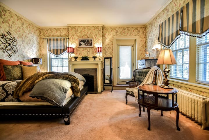Cozy room/Fireplace/PrivateBalcony near KC/Gold rm - Leavenworth - Bed & Breakfast