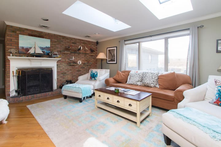 Waterfront Master Suite in Charming Bayport - Bayport