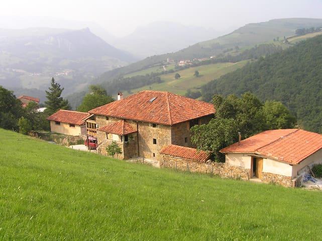 ALBERGUE RURALpara grupos grandes - Sangas - Casa