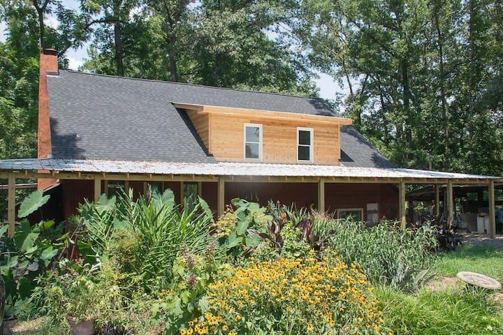 Private Suite in a Charming Farmhouse - Covington - Huis