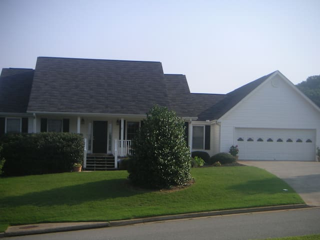 Ranch Home close to LakePoint, I-75, Cartersville - Cartersville