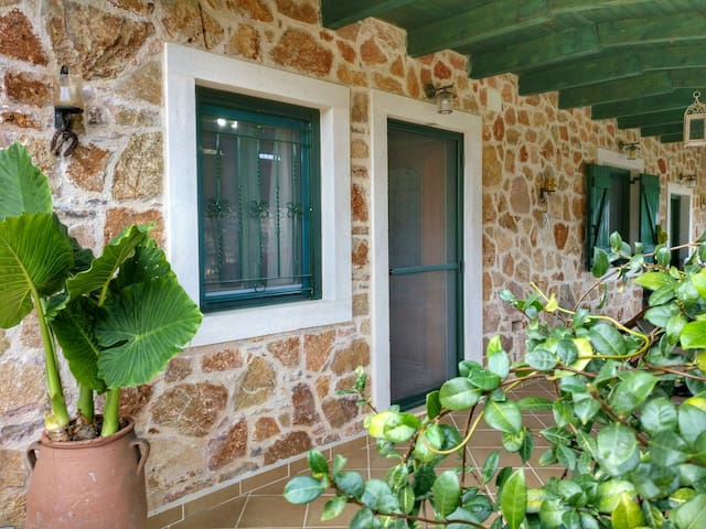 Stone Farmhouse near Chersonissos - Agnos - Huis